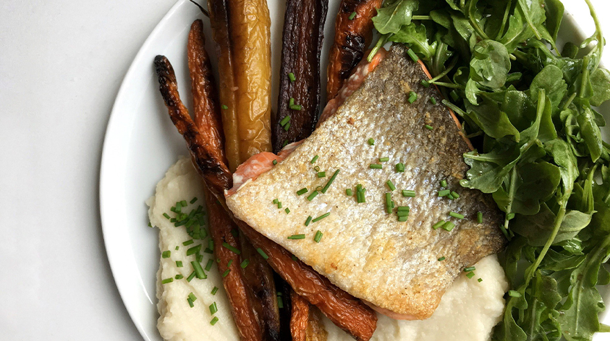 Crispy skin salmon with cauliflower mash and carrots (recipe)