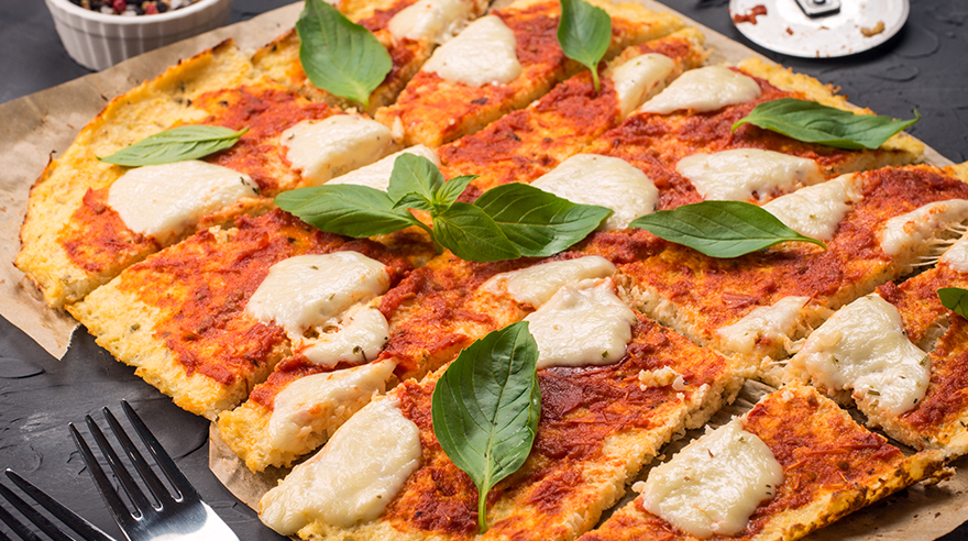Margherita pizza with cauliflower crust (recipe)