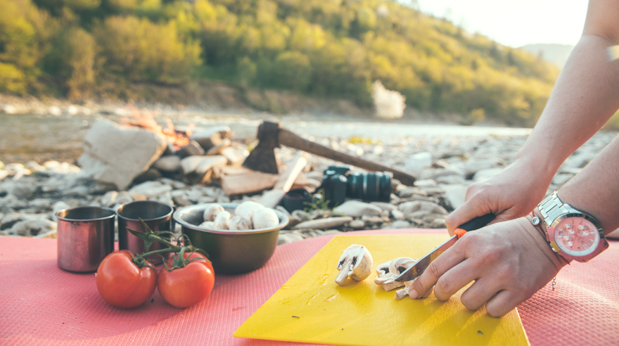 What do dietitians eat when camping?
